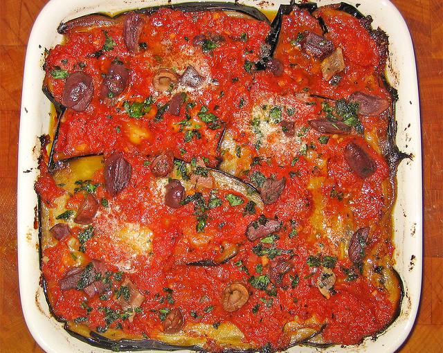 Włoskie potrawy i polskie mięso sezonowane